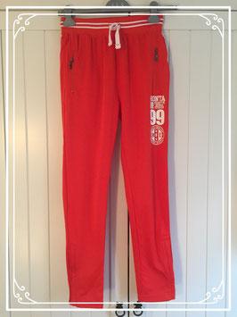 Nieuw: rode sportbroek van Monta - maat 158-164