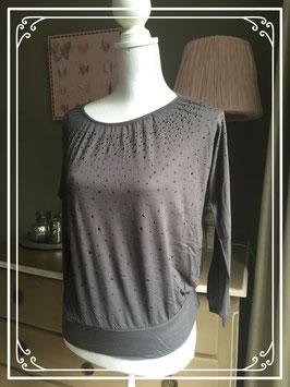 Bruin shirt met zwarte parelsteentjes - maat 40-42