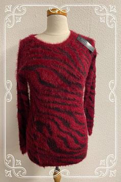 Nieuw! Leuke donkerrode fluffy trui van Niyufushi maat S