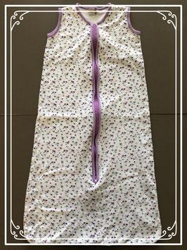 Slaapzak wit met paarse bloemetjes