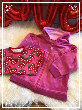 Een roze sportief setje van T-shirt en vestje - maat 86