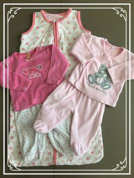 Slaapzak en twee sets pyjama's roze - Maat 56-62