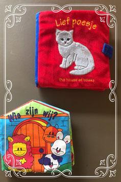 Twee stoffen dierenboekjes