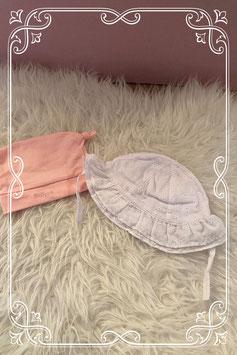 Set van twee babymutsjes waarvan één van de Primark en één van de Wibra