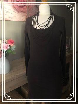 Zwart jurkje met sierlijke hals van Carbone - Maat S