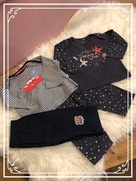 Twee pyjama's van de Prénatal en Disney baby - maat 68