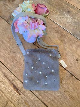 Nieuw: Een grijze Bag Pearls and Fur schoudertas van Yehwang