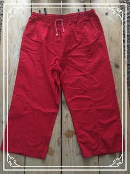 Nieuw: Luchtige rode driekwart broek - Maat XL
