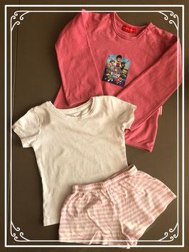 Drie kleding stukken met draagmaat 98-104
