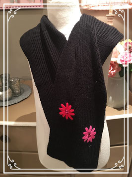 Nieuw: zwarte sjaal met bloemen van Esmara
