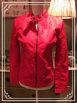 Nieuw: rood leather-look jasje - maat 158-164