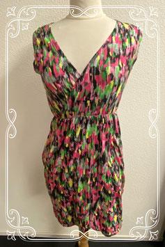 Nieuw! Leuk mouwloos jurkje met vrolijke kleuren van Casual Ladies in maat S