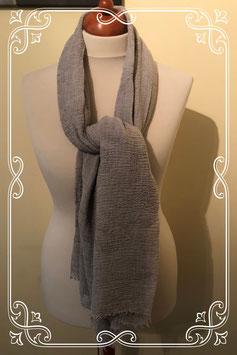 Mooie grijze sjaal