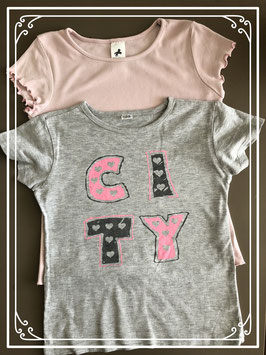 2 shirtjes waarvan 1 effen roze en 1 grijze met opdruk-maat 122