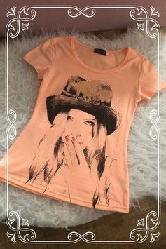 Pastel oranje t-shirt met meiden print - Maat 134-140