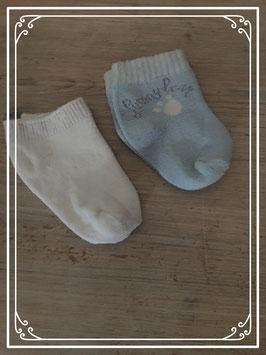 Wit en lichtblauwe sokjes - 6-12 maanden