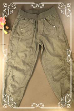 Leuke groene broek van Bizzy maat 140