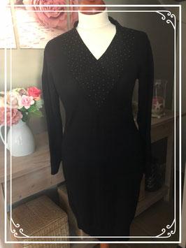 Zwarte jurk met kralenkraag van Mama Licious - Maat L