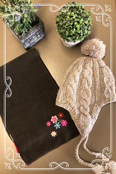 Grijze muts van H&M met bruine sjaal van Mini Stars