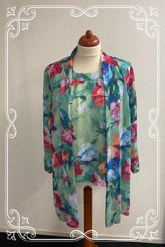 Sierlijk gebloemde top met bloemen met bijpassende blouse van Sporting Dress maat 50