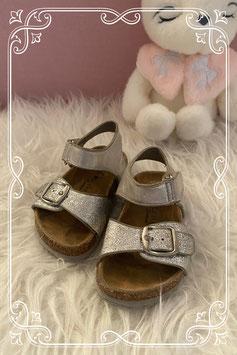 Zilveren sandalen van Cupcake Couture uit de vanHaren Collectie - maat 20