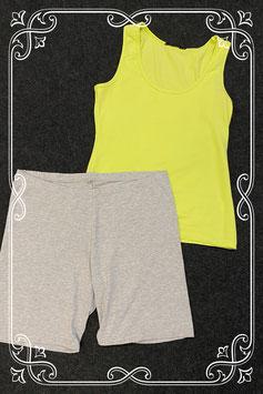 Gele top van Tramontana en korte grijze broek in maat XL