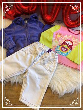 Driedelig setje van wit broekje van Vingino met T-shirt en paars velours vest - maat 86