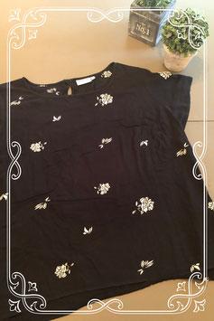 Zwart shirt met witte bloemen van Trend One maat 46