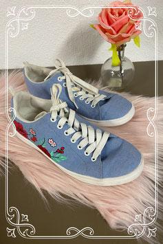 Stoere blauwe gympen met bloemen van H&M maat 35