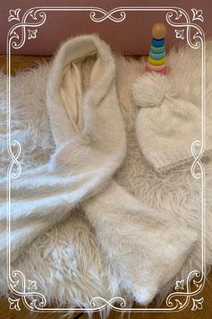 Warme witte kindersjaal met bijpassende muts van de Hema