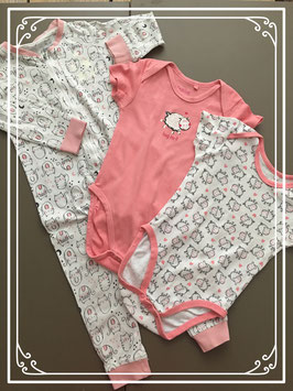 Roze rompertjes en slaappakje - maat 86-92