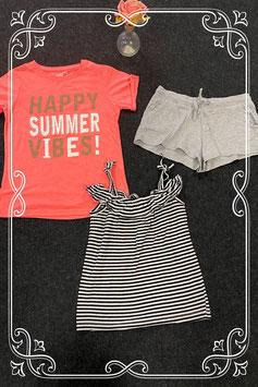 Kort grijs broekje van H&M met zwart wit gestreept topje en roze shirt van Young Dimension maat 146/152