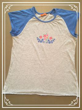Grijsblauw T-shirt met bloemetjes print - maat 134-140