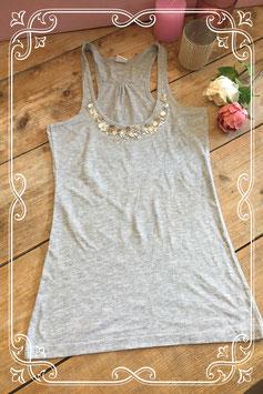 Lichtgrijs hemd (merkloos) met schelpjes en pailletten - Maat S