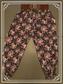 Bandplooibroek met bloemenprint en bruine riem van C.D.C - maat 158