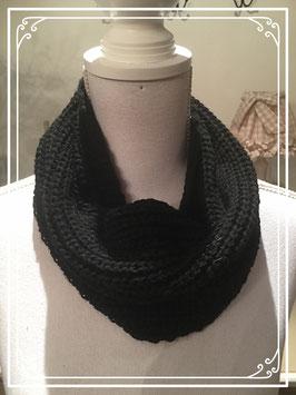 Zwarte gebreide korte sjaal