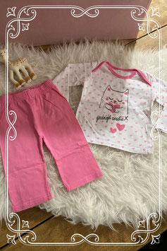 Leuke roze pyjama met hartjes en een kat - maatje 62/68