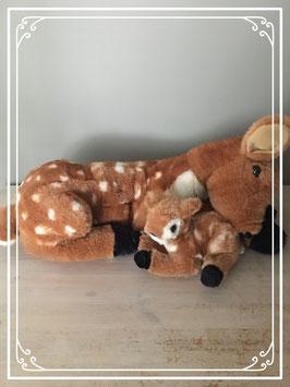 Knuffel moeder en baby hert