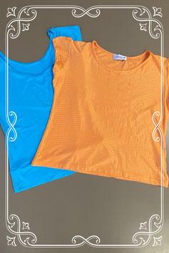 Oranje shirt met pailletten van Georgine B en een leuk blauw shirt beiden in maat S/M
