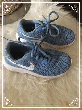 Licht blauwe sportschoentjes merk Nike - maat 28