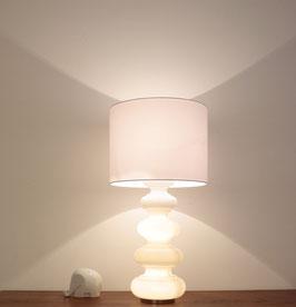 große Tischleuchte aus Opalglas mit illuminiertem Leuchtenfuß