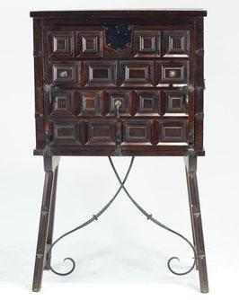 Mueble estilo castellano siglo XX recreación mueble clásico español
