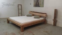 Altholzbalkenbett mit Zirbenholz