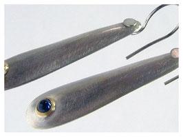 Ohrhänger mit blauen Saphiren in Gold gefasst