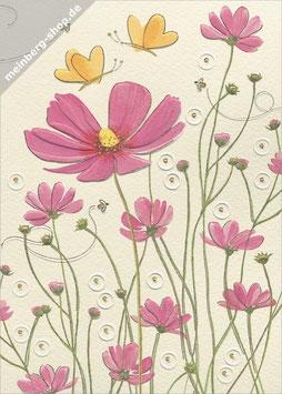 Schmetterlinge und rosa Blumen
