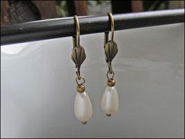 Klassische Perlenohrringe bronzefarben