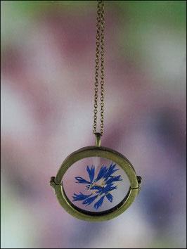 Medaillonkette mit echten Kornblumenblütenblättern