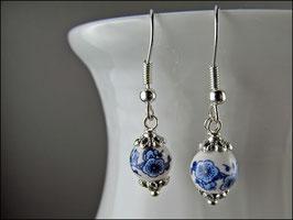 Blauweiß Ohrringe mit handbemalten Porzellanperlen