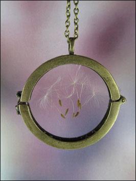 Echte Pusteblumen in einem Glasmedaillon Kette