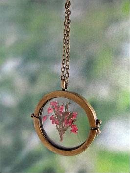 Medaillonkette mit echten Heideblüten